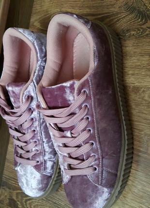 Велюровые кроссовки из сша - 41р.