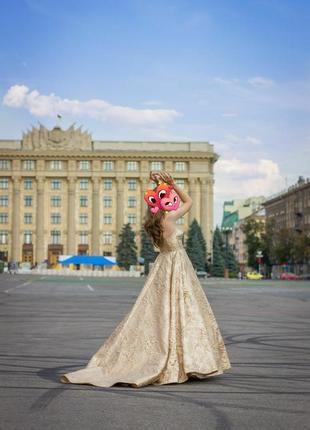 Роскошное платье на свадьбу/выпуск2 фото