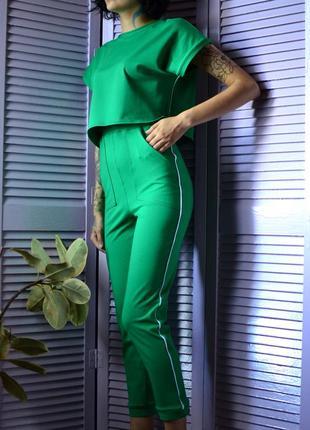 Стильный удобный костюм в зеленом цвете