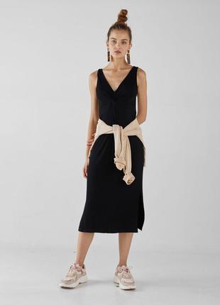 Черное трикотажное платье миди