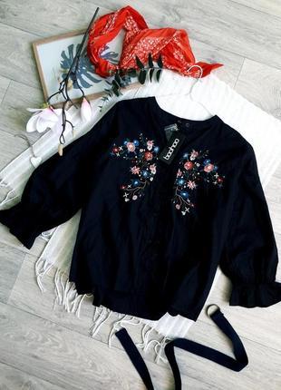 Красивенная блуза с вышивкой и рукавчик волан от boohoo