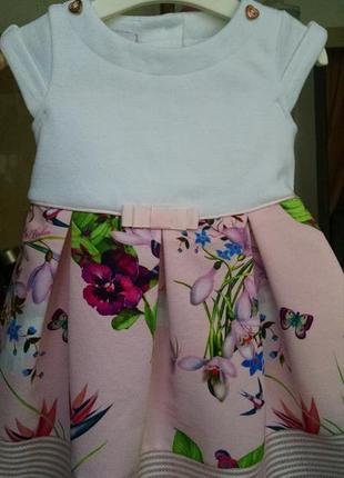 Очаровательное дизайнерское платье для малышки
