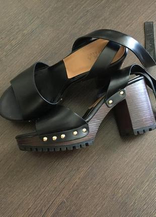 Босоножки туфли сабо кожаные с заклепками открытые zara