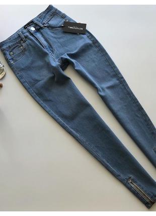 Новые джинсы скинни с молниями prettylittlething рр с