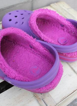Необычные утепленные кроксы яркого цвета crocs аквашузы сабо сандалии размер j1 (32-33)3 фото