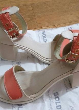 Кожаные босоножки на каблуке soldi