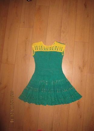 Ажурное вязаное крючком платье для девочки 6-7 лет