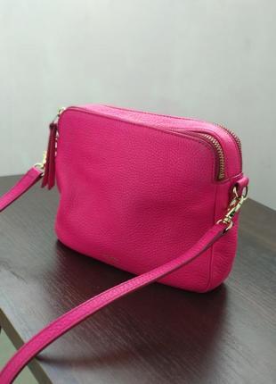Розовая сумка в идеальном состоянии сумочка на длинном ремешке