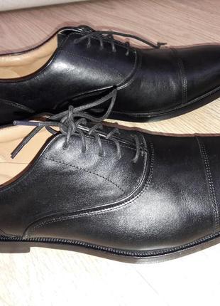 Невероятно красивые кожаные, черного цвета  на шнуровке классические мужские туфли clarks