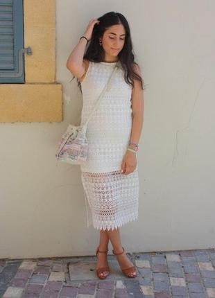 Нежное белое кружевное платье от stradivarius