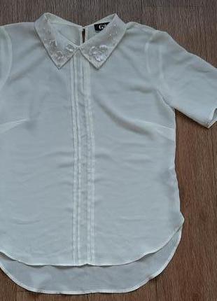 Блузка с расшитым воротником