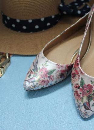 Туфли острый нос  балетки лодочки  с принтом колибри от oasis 41р2 фото