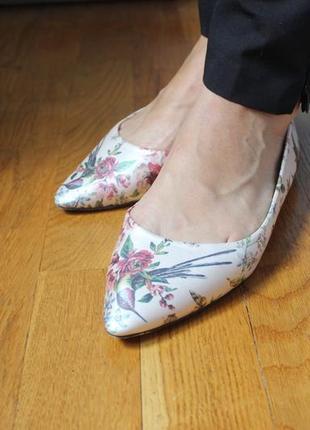 Туфли острый нос  балетки лодочки  с принтом колибри от oasis 41р4 фото