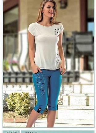 Костюм женский футболка + капри