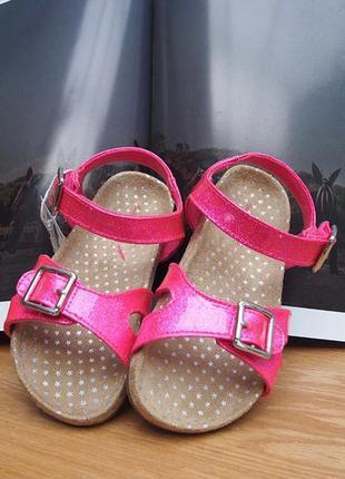 Стильные блестящие розовые летние босоножки на девочку