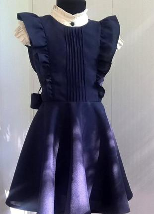 Тёмно-синий школьный сарафан с крылышками и поясом рр 122-1403 фото