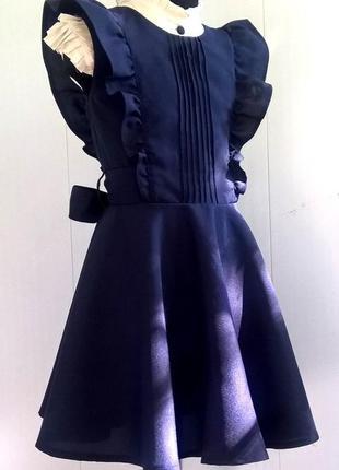 Тёмно-синий школьный сарафан с крылышками и поясом рр 122-1404 фото