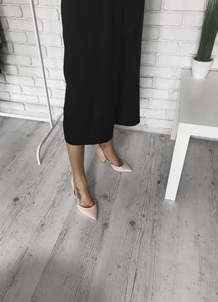 Шикарные пудровые туфли на блочном каблуке