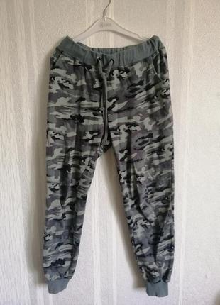 Камуфляжные спортивные штаны