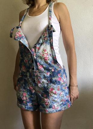 Ромпер комбинезон шортами в цветочек классического кроя