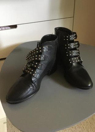 Стильные ботинки в байкерском стиле