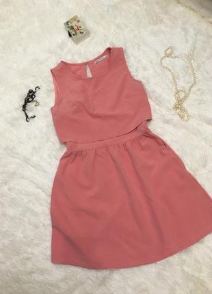 Персиковое красивое платье