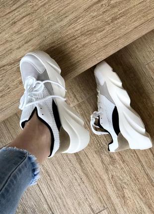 Невероятные бежевые кроссовки/в наличии/наложка