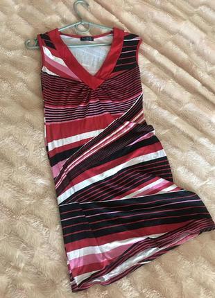 Платье с вырезом на груди платье