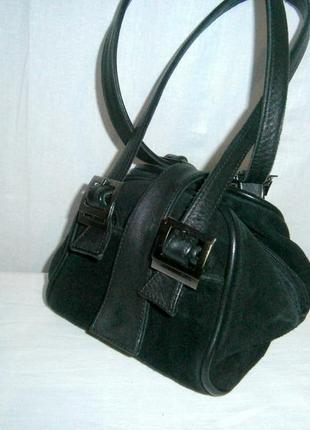 Маленькая вместительная сумочка из натуральной замши и кожи
