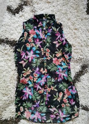 Удлинённая блуза с оригинальной спиной в цветочный принт