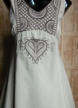 Красивейшее коттоновое платье с вышивкой.