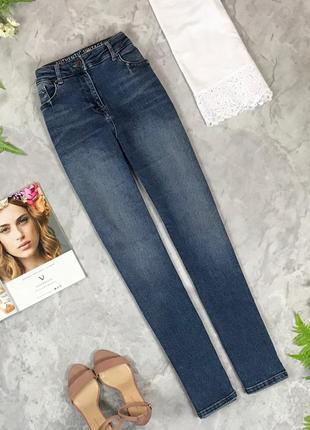 Базовые джинсы с легкими потертостями  pn1927067  next