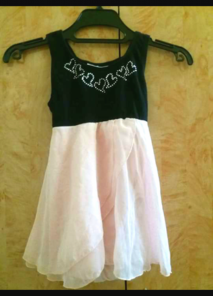 Очень красивое нарядненькое платье на девочку 12-18мес