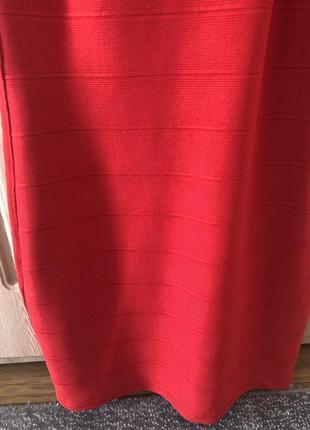 Бандажное платье в ярком красном цвете