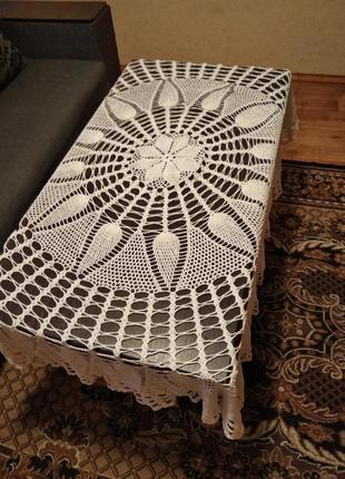 Белая большая  вязаная круглая скатерть