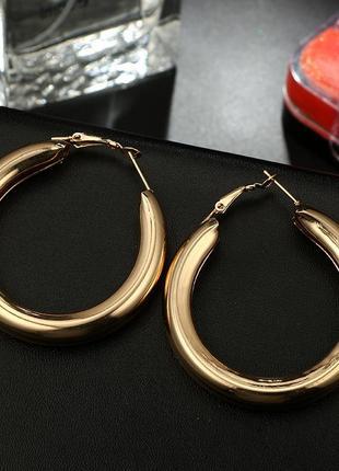 Модные золотые сережки минимализм