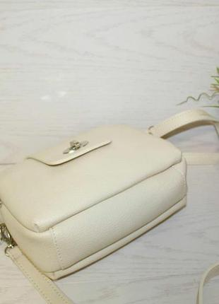 Модная бежевая сумочка через плечо5 фото
