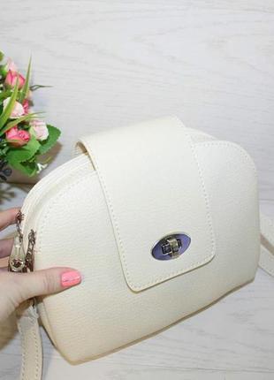 Модная бежевая сумочка через плечо7 фото