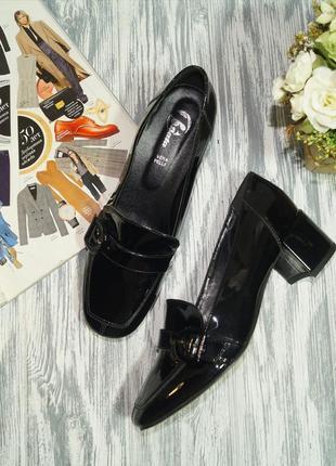 Bata. стильные туфли лоферы на удобном каблуке