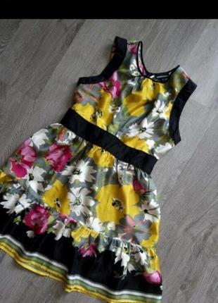 Яркое класнное шелковое платьице, красиво будет на немного меньшие параметры