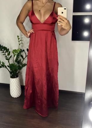 Сатиновое длинное классное платье в пол с декольте и разрезами