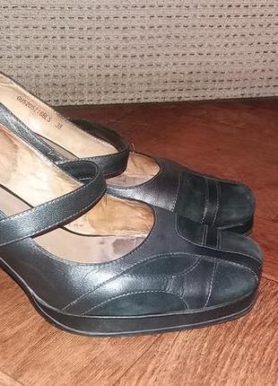 Кожаные туфли carnaby 38 размер стелька 25 см