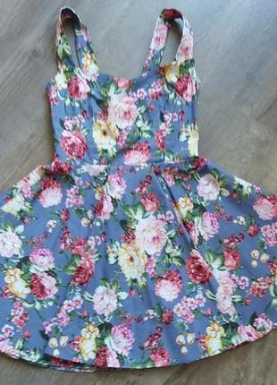 Классное платьице с расклешенной юбочкой