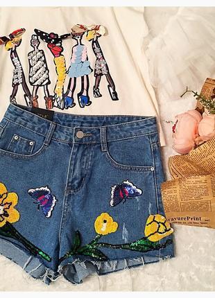 Красивенные джинсовые шорты с цветами