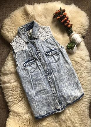 Тоненькая джинсовая рубашка с кружевом р-р m