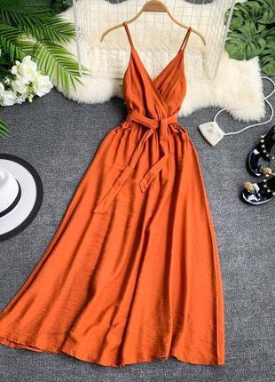 Длинное богемное платье с открытой спиной и v-образным вырезом