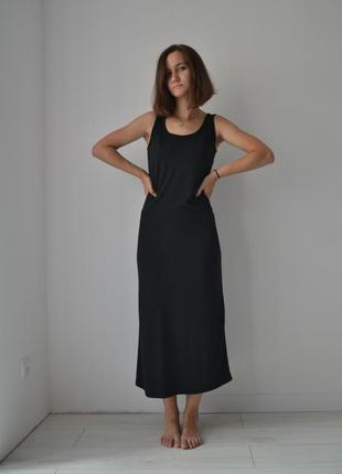 Базова чорна сукня