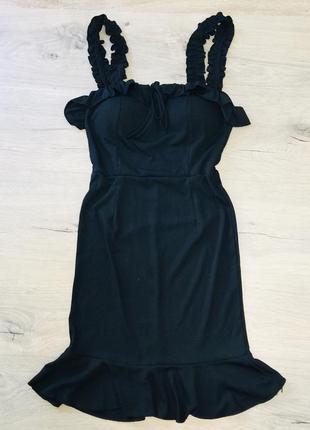 Красивое платье с рюшками