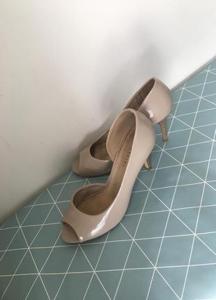 Туфлі lazarini