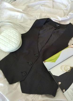 Стильная классическая жилетка костюмная от ostin
